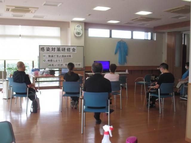 8月12日(水)感染対策研修会を開催しました。